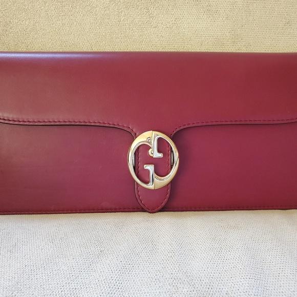 Gucci Handbags - Gucci clutch